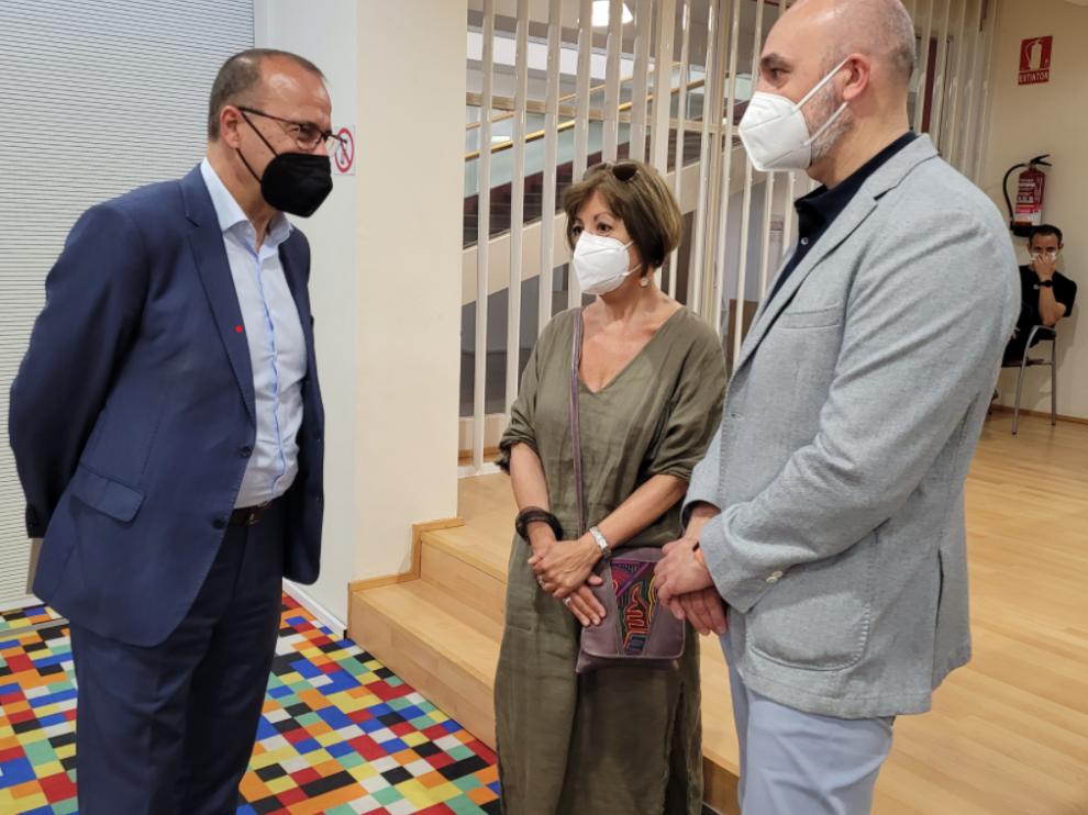 """El consejero Felipe Faci, el DG Víctor Lucea y la escritora Ana Alcolea presentan el libro """"Mis abrazos perdidos"""""""