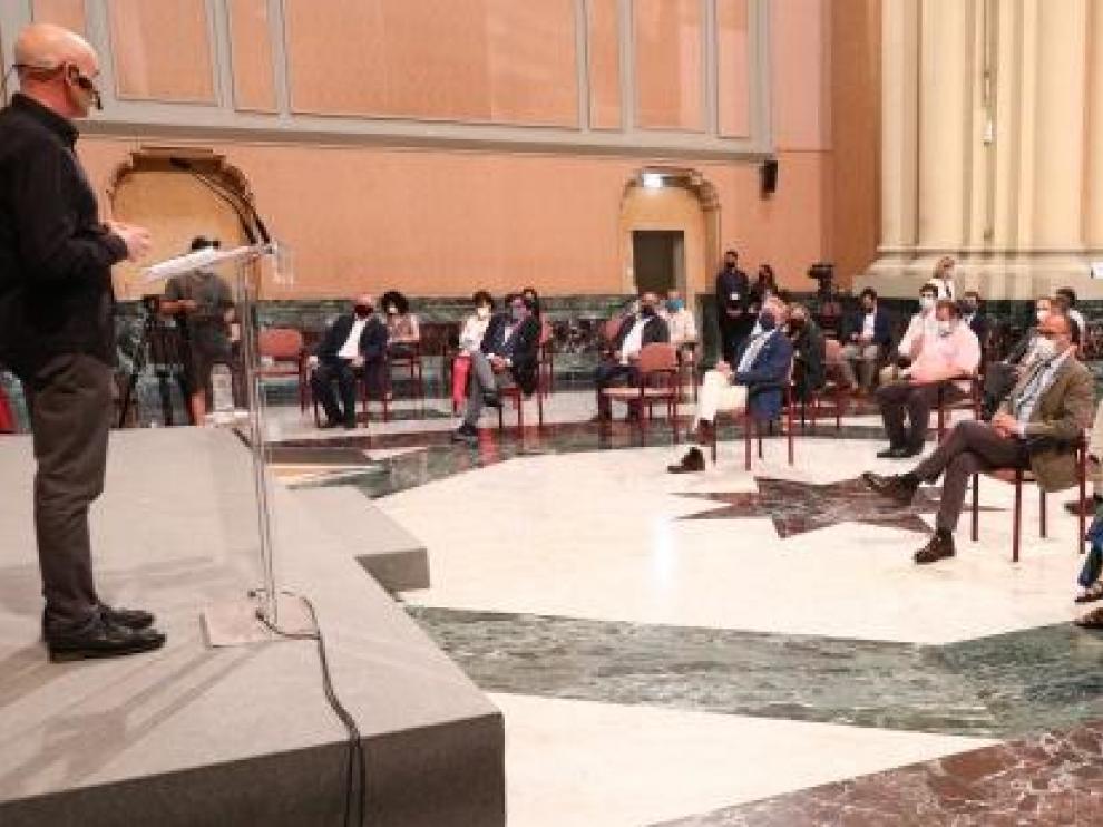 Acto celebrado en el Pignatelli, en el que Miguel Mena ha ejercido de maestro de ceremonias