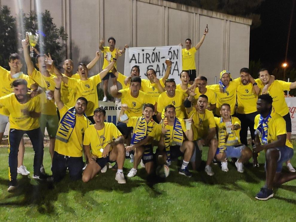 Los jugadores del Santa Anastasia celebran el ascenso
