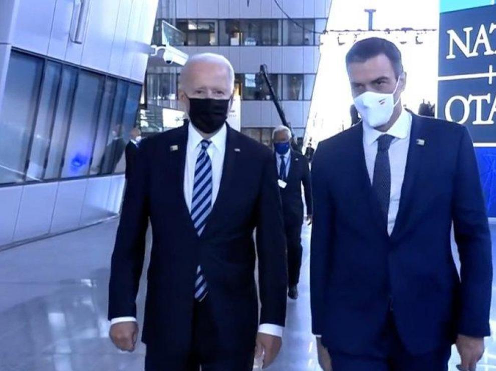Biden y Sánchez en los pasillos de la sede de la OTAN en Bruselas