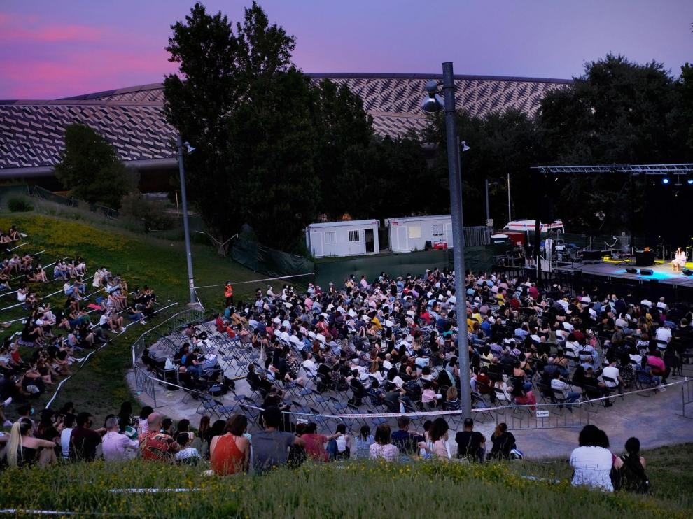 El frente fluvial durante el concierto de María José Llergo el jueves pasado.