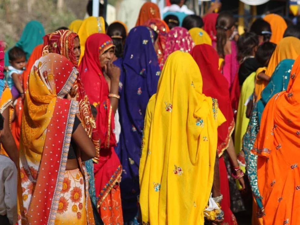Foto de archivo de varias mujeres en la India