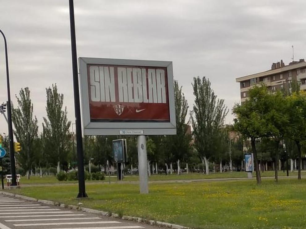 Cartel de Nike y la SD Huesca en Zaragoza.
