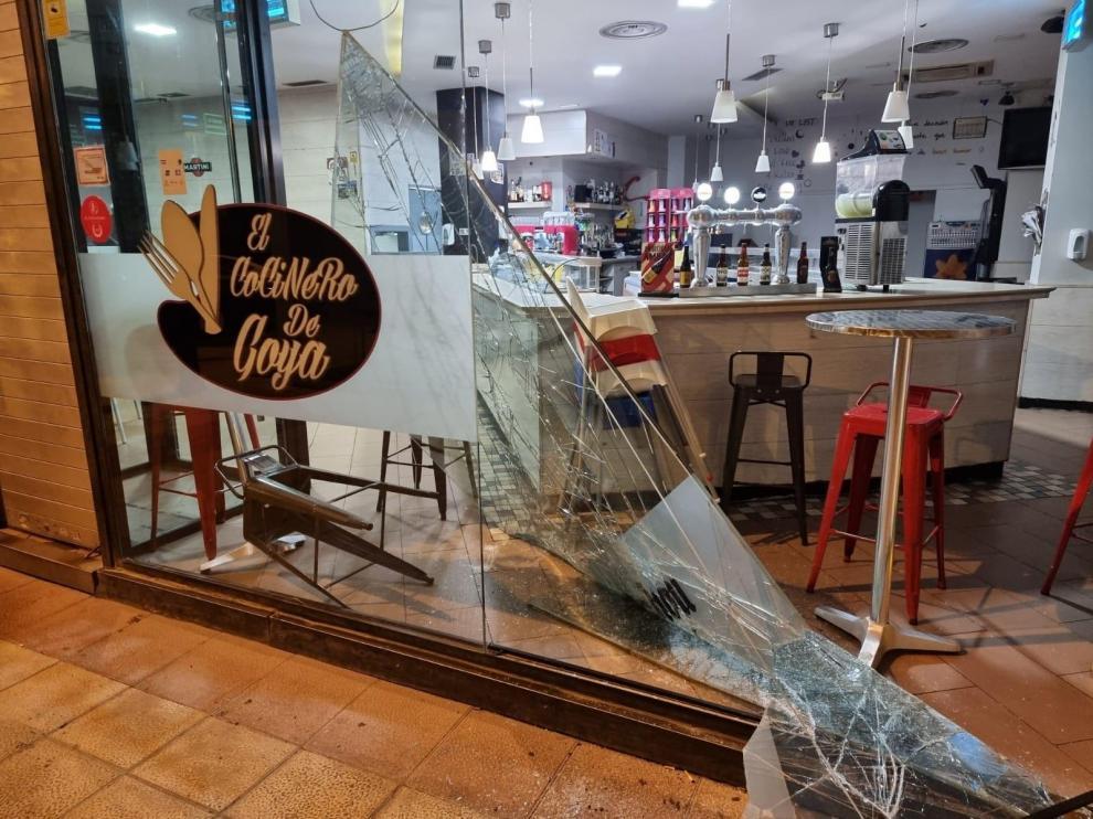 Estado en el que quedó la cristalera del restaurante El cocinero de Goya.