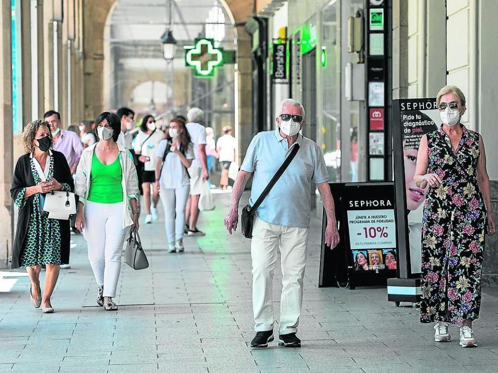 Los aragoneses inician la última semana en la que será obligatorio llevar mascarilla en el exterior.