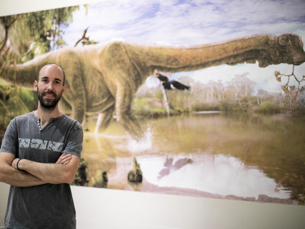 Diego Castanera, en el Museo de Ciencias Naturales. ¿Será este dino 'primo' del de Camarillas?