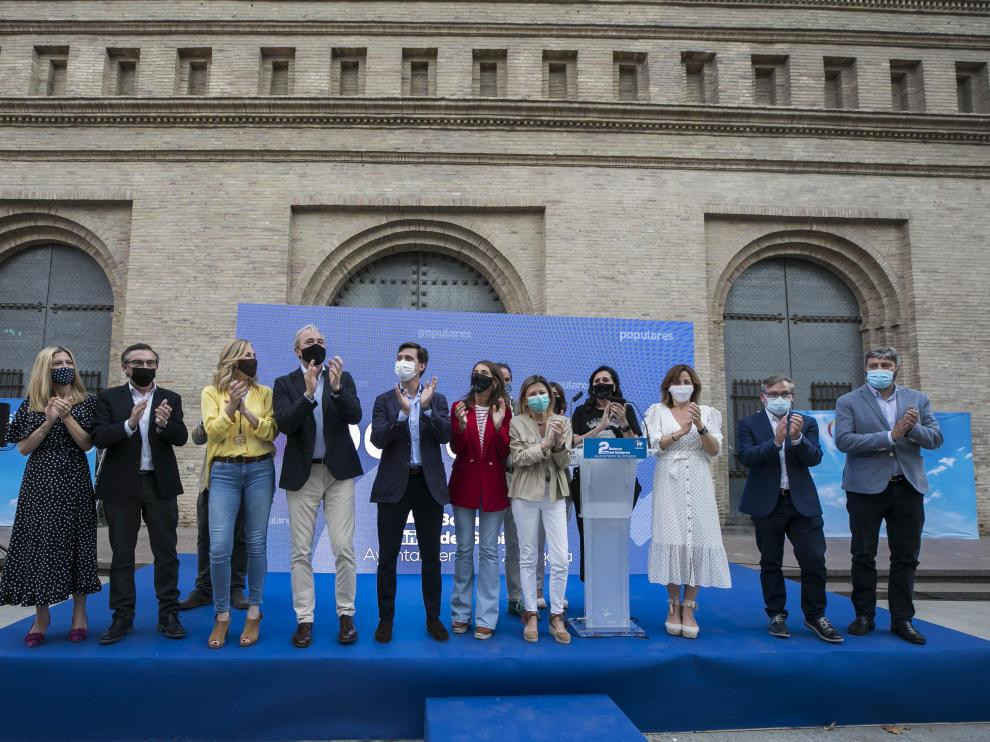 Cierre del acto del PP, con cargos y concejales del Zaragoza.