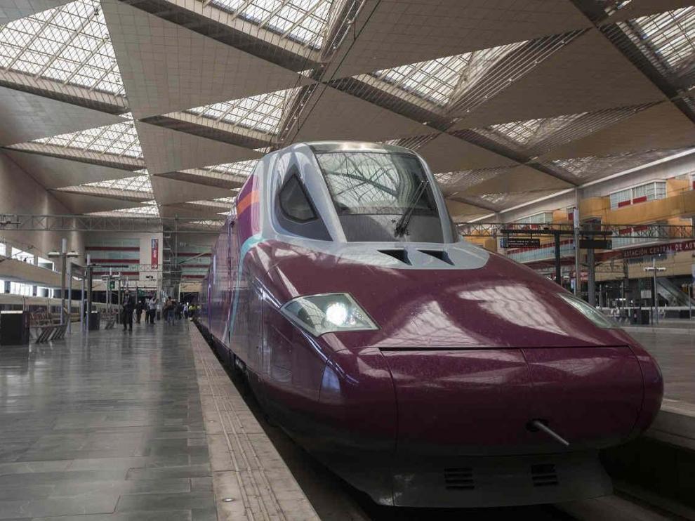 Viaje de prueba con pasajeros del tren Avlo de Renfe entre Madrid, Zaragoza y Barcelona.