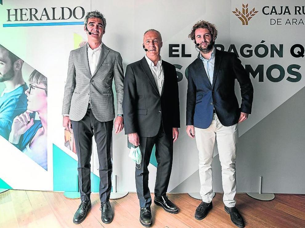 Álvaro Soláns, vicepresidente de Grupo Pikolin; José Javier Rueda, adjunto a la dirección para Opinión de HERALDO; y Víctor Grasa, adjunto a Dirección y responsable de Comunicación en Coviar. oliver duch