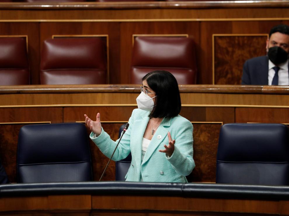 La ministra de Sanidad, Carolina Darias interviene este miércoles en la sesión de control al Gobierno.