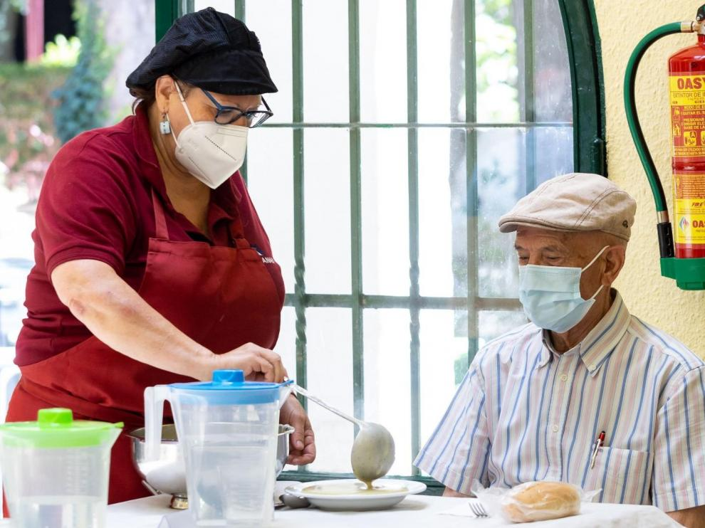 Los comedores para mayores han reabierto sus puertas en Zaragoza.