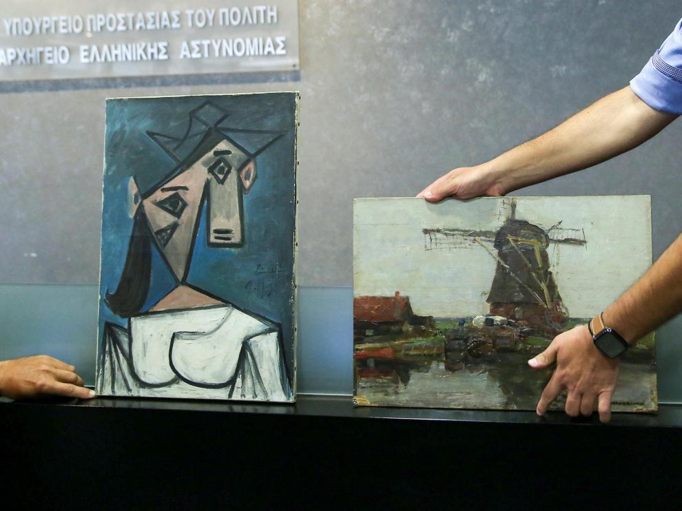 'Cabeza de mujer', de Picasso (i), junto a la otra obra recuperada, del artista holandés Piet Mondrian