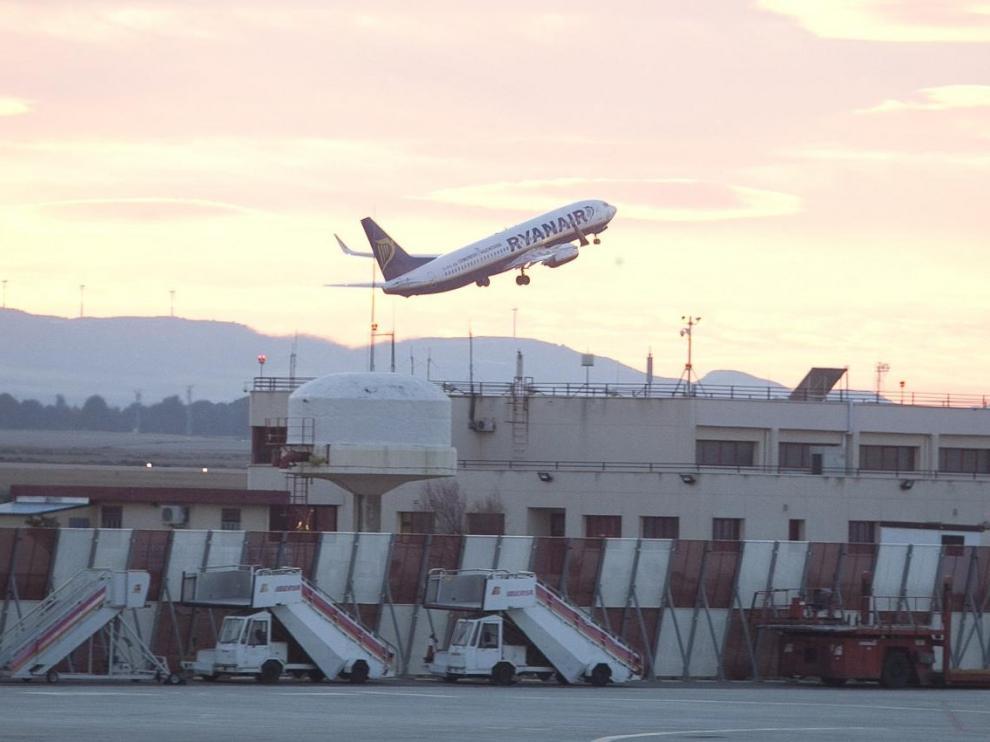 Vuelo de Ryanair en el aeropuerto de Zaragoza.