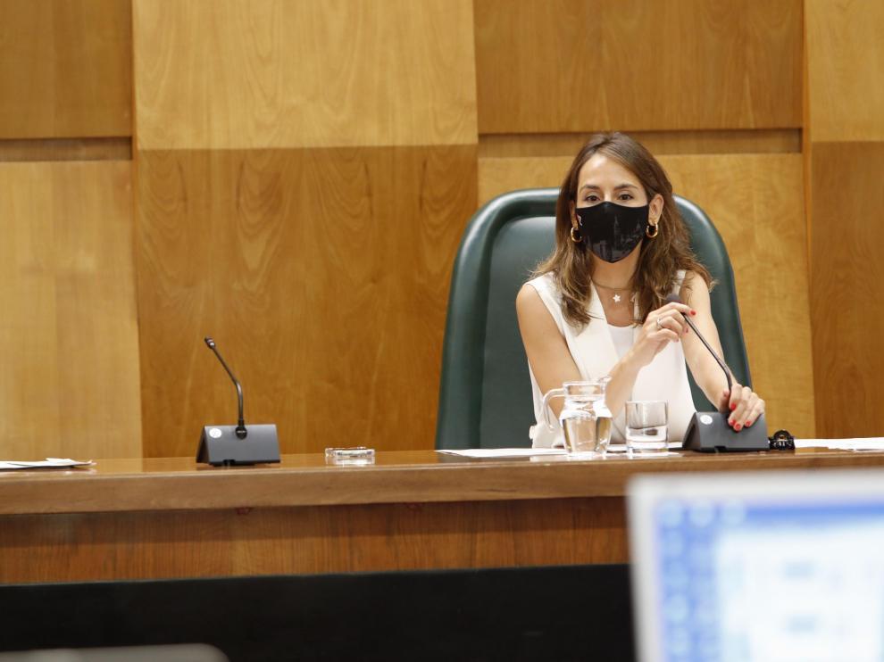 La concejal de Hacienda, María Navarro, al inicio del pleno de este miércoles.