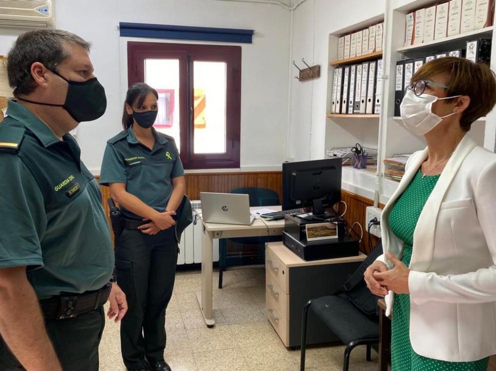 María Gámez durante su visita este martes al Servicio de Montaña de Jaca.