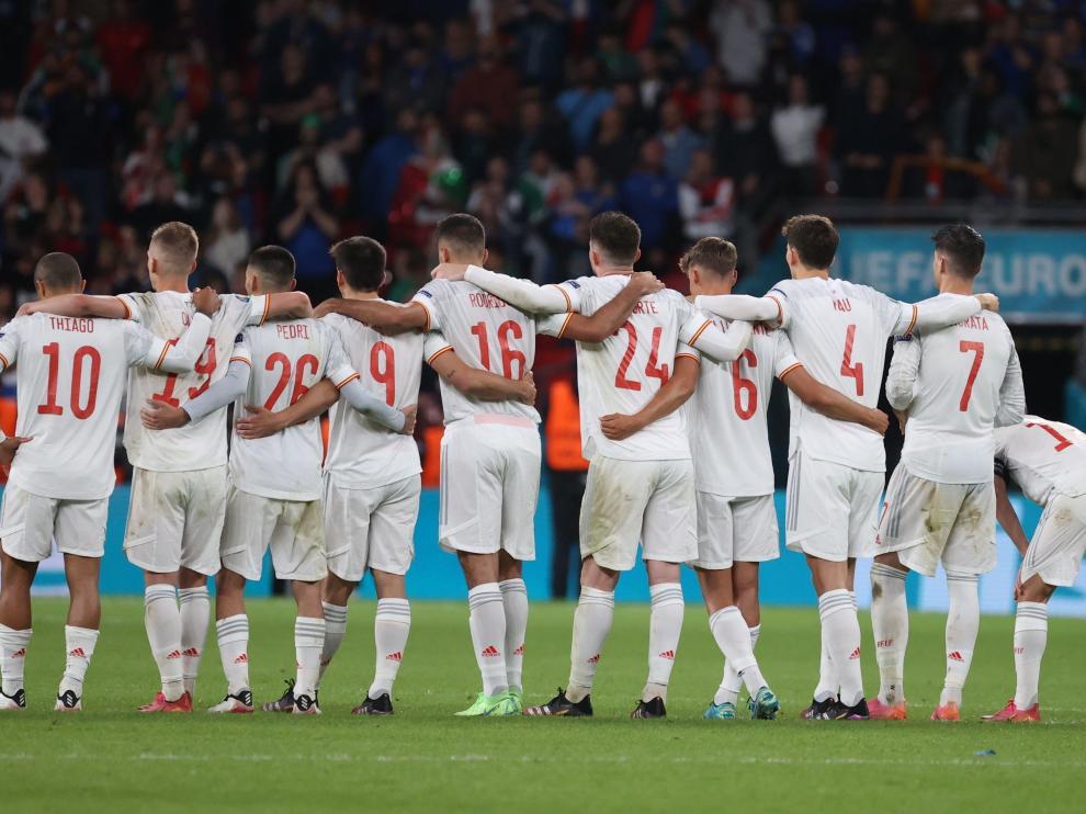 Los jugadores de la selección, durante los penaltis en el Italia-España