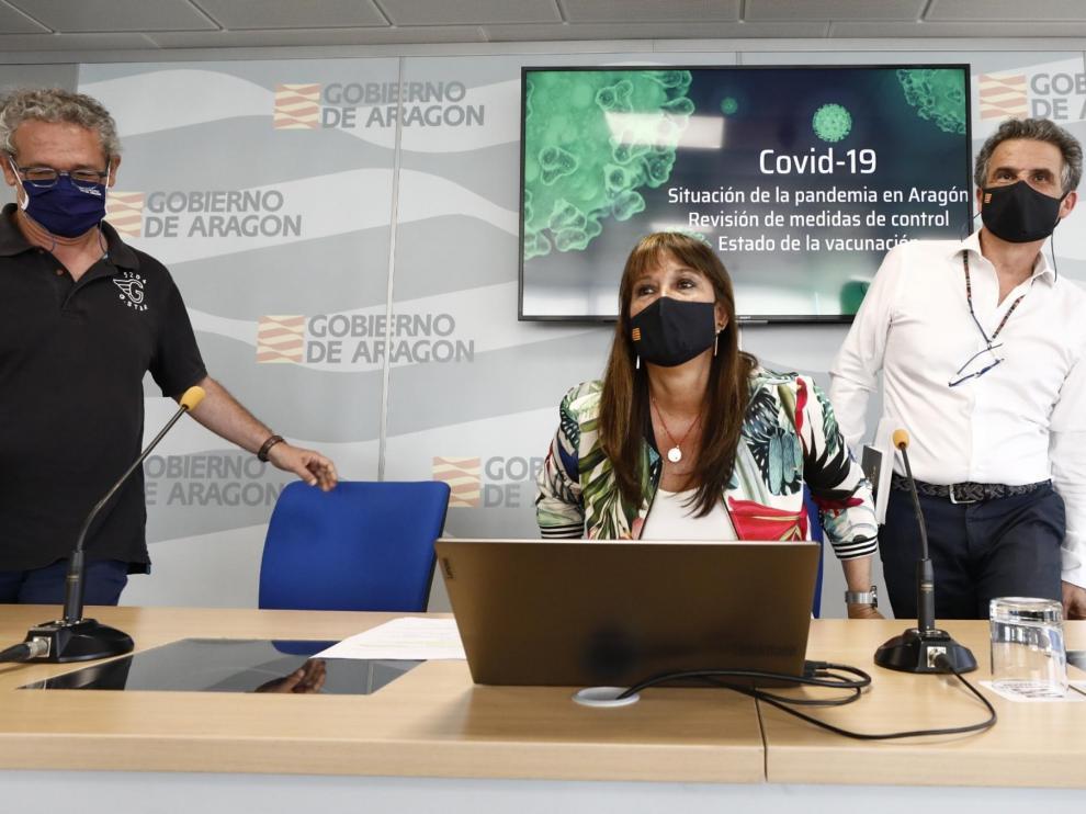 La consejera Sira Repollés, Francisco Falo y Luis Gascón, durante la rueda de prensa de este miércoles.