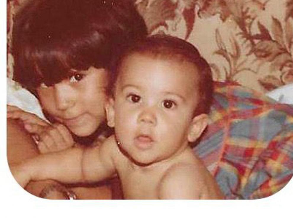La actriz y escritora zaragozana Itziar Miranda con su hermano Jorge