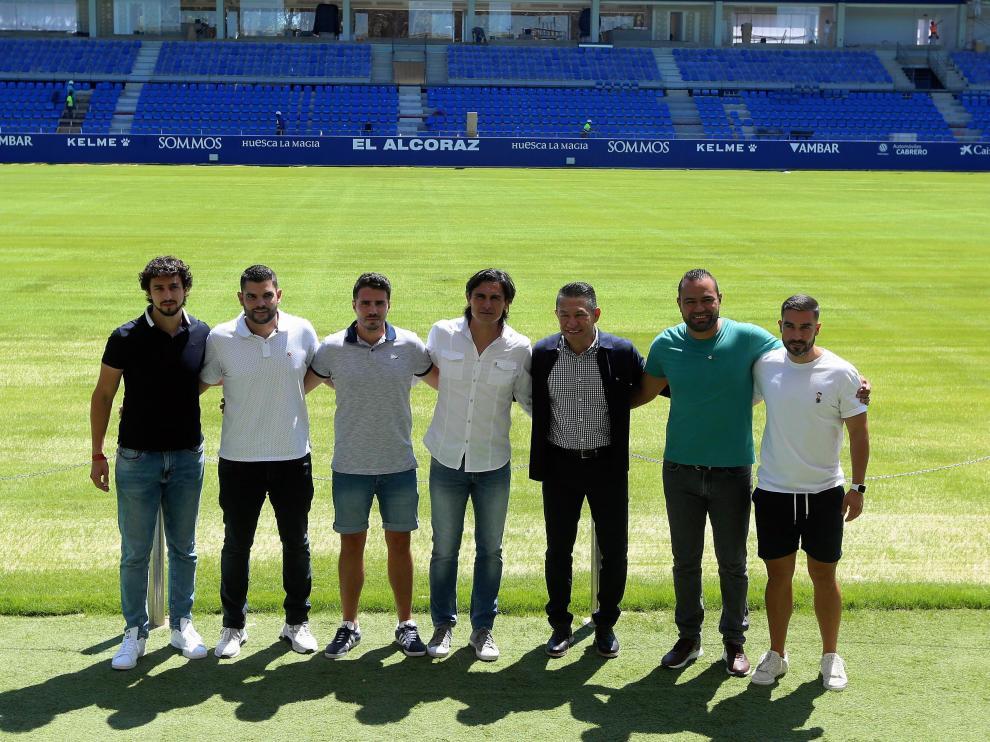 Nacho Ambriz, junto al resto del cuerpo técnico de la SD Huesca.