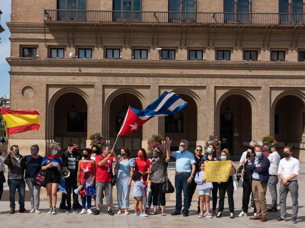 Concentración en la plaza del Pilar en protesta por la situación de Cuba