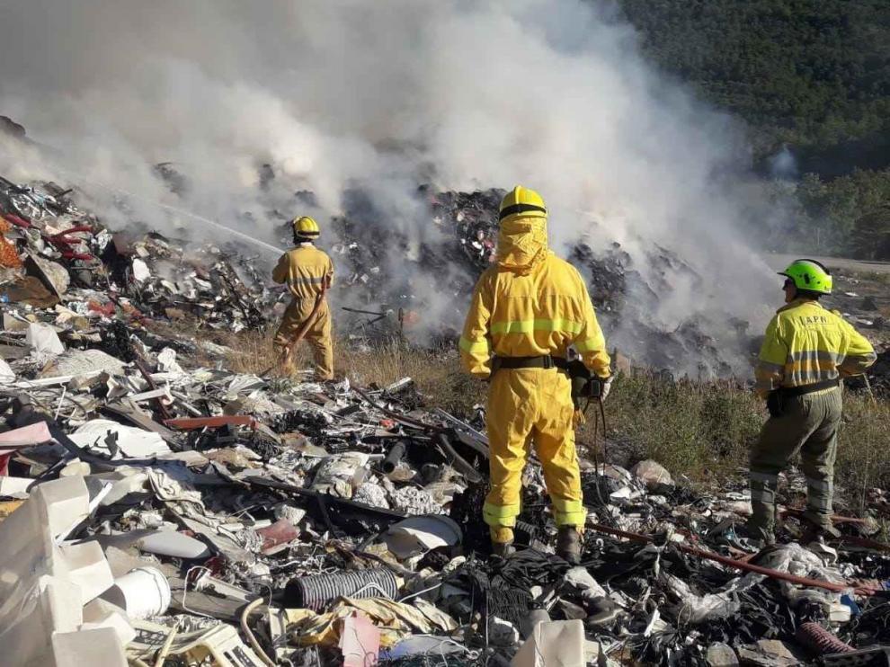 Incendio en el vertedero de residuos industriales de Sabiñánigo.