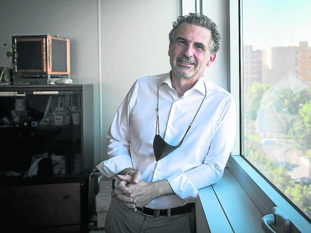 Francisco Javier Falo, director general de Salud Pública de la DGA, en su despacho.