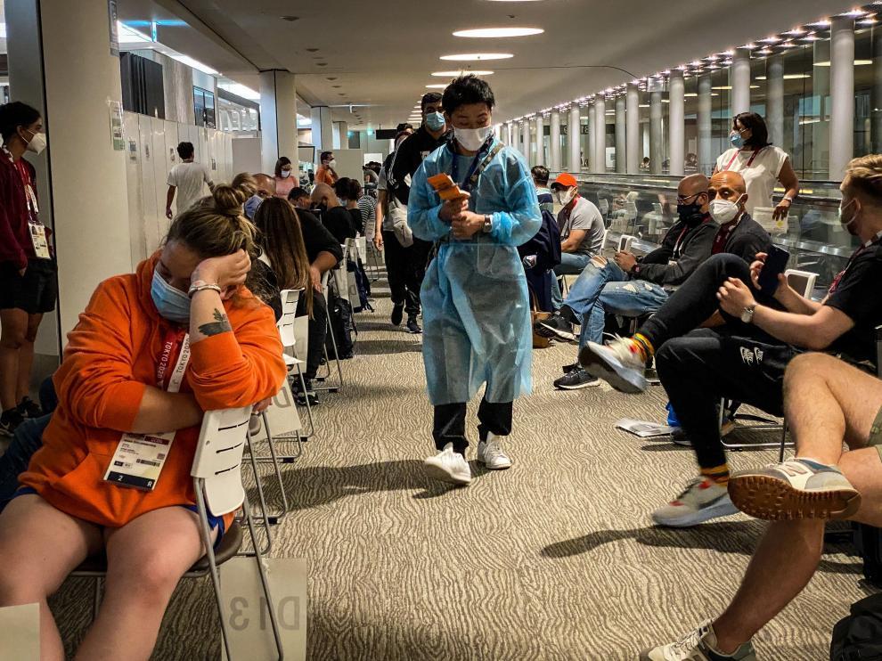 Largas esperas para hacer los trámites en el aeropuerto de Narita.