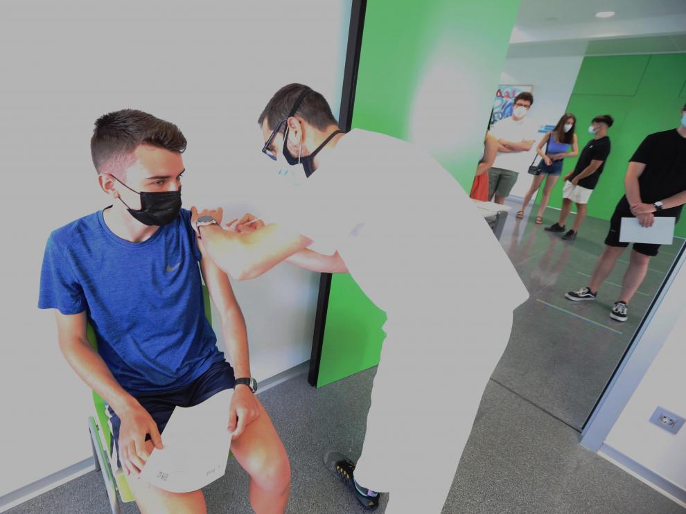 Vacunación en el centro de salud Los Olivos de Huesca.
