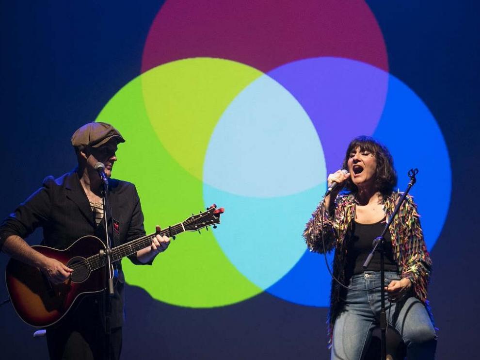 El dúo Amaral (Eva Amaral y José Aguirre) con su gira Salto al color en Zaragoza.