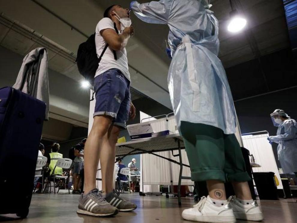 El coronavirus frena su avance en Cataluña, pero aumentan los pacientes críticos.