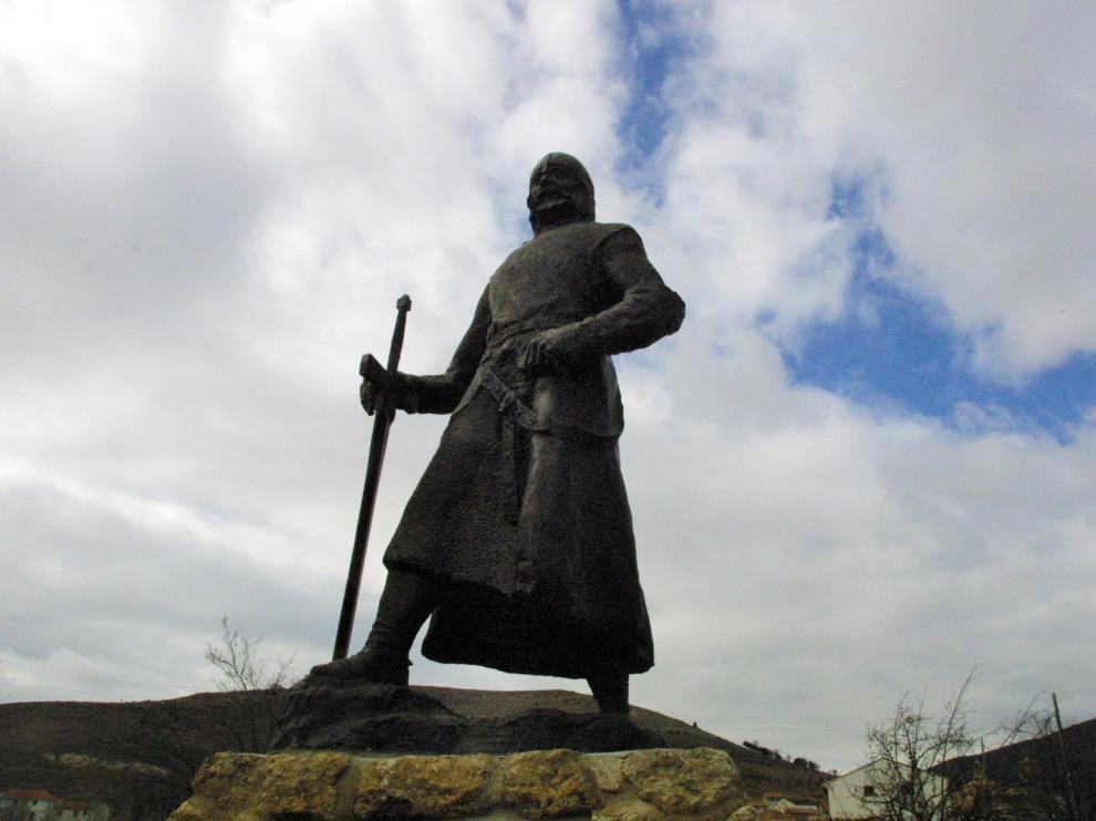 Escultura dedicada a Rodrigo Díaz de Vivar en la localidad de El Poyo del Cid.