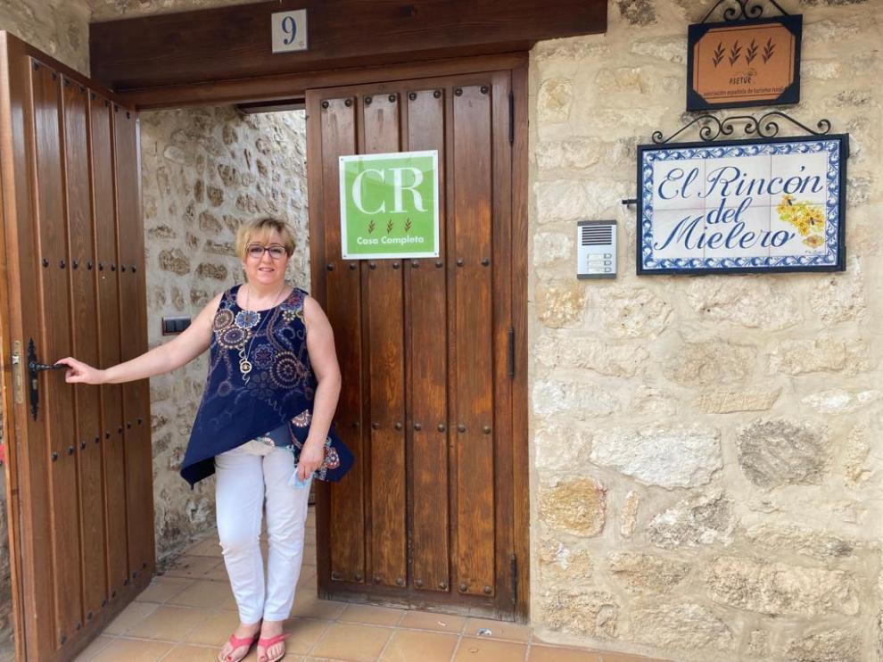 Montse Gascón regenta la casa rural El Rincón del Mielero, en Fuendetodos.