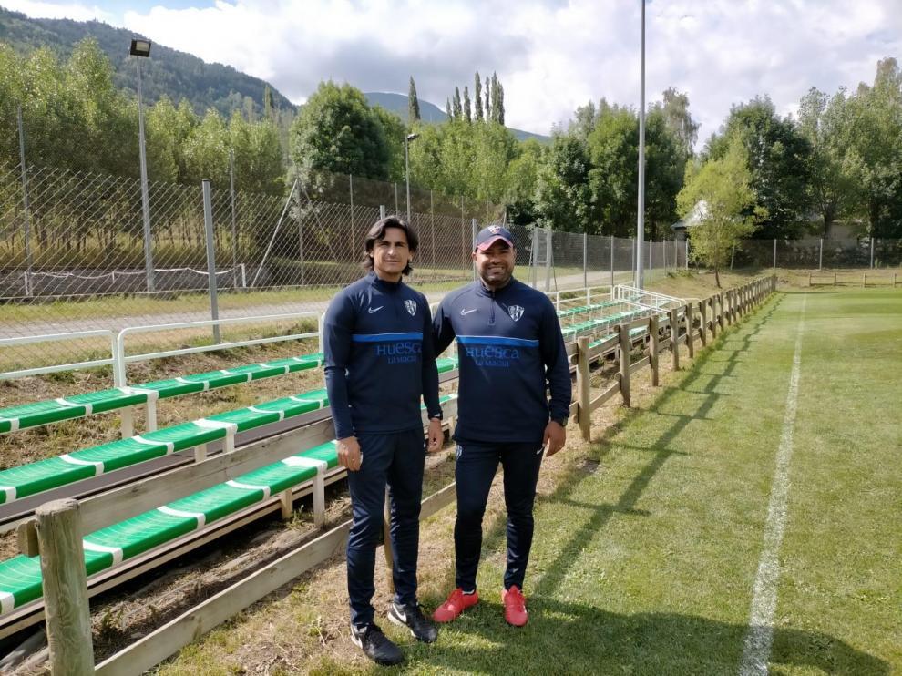 Edgar Solano y Luis Martínez, en la concentración de la SD Huesca en Benasque.