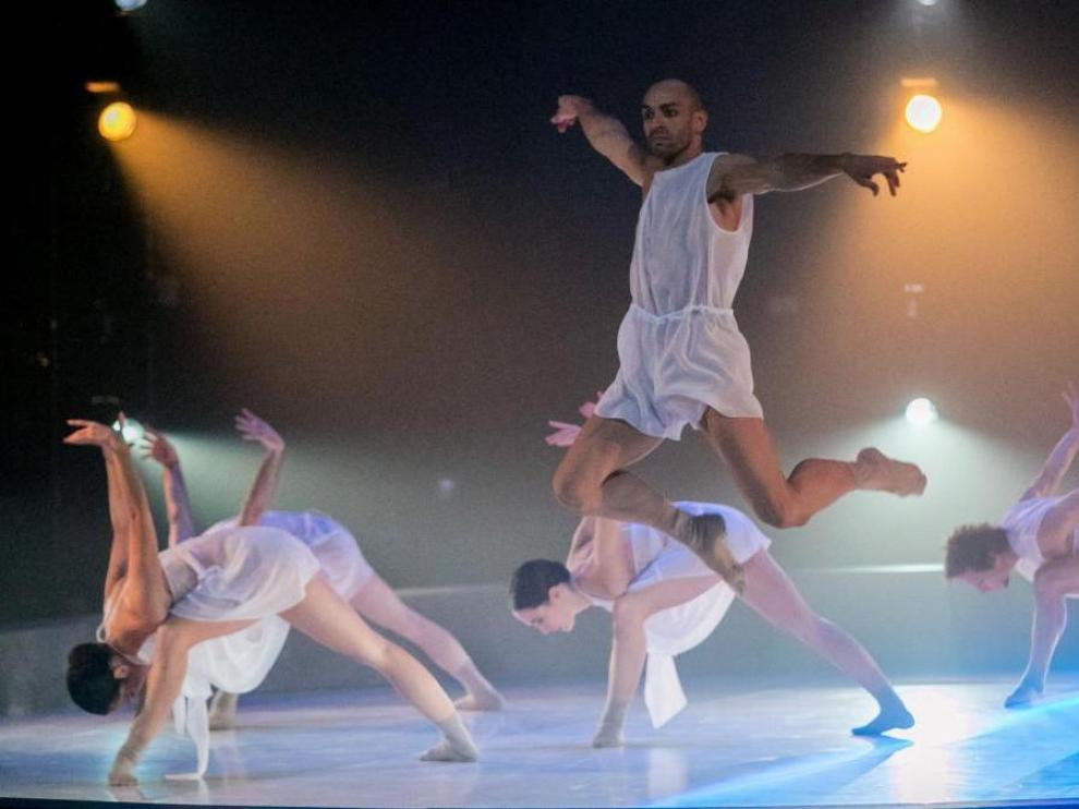 Actuación de la compañía LaMov