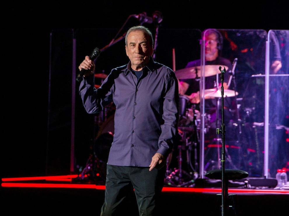 José Luis Perales, durante la actuación