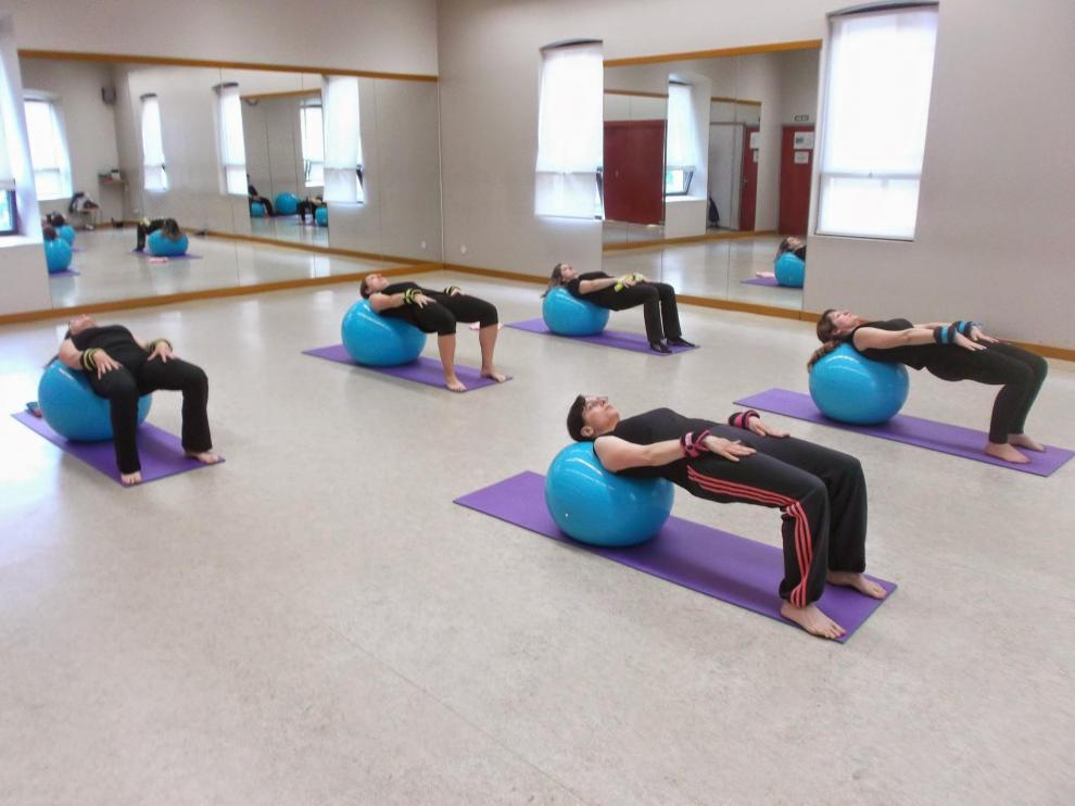 Clases de pilates de cursos anteriores organizadas  por la Asociación Actur-Rey Fernando.