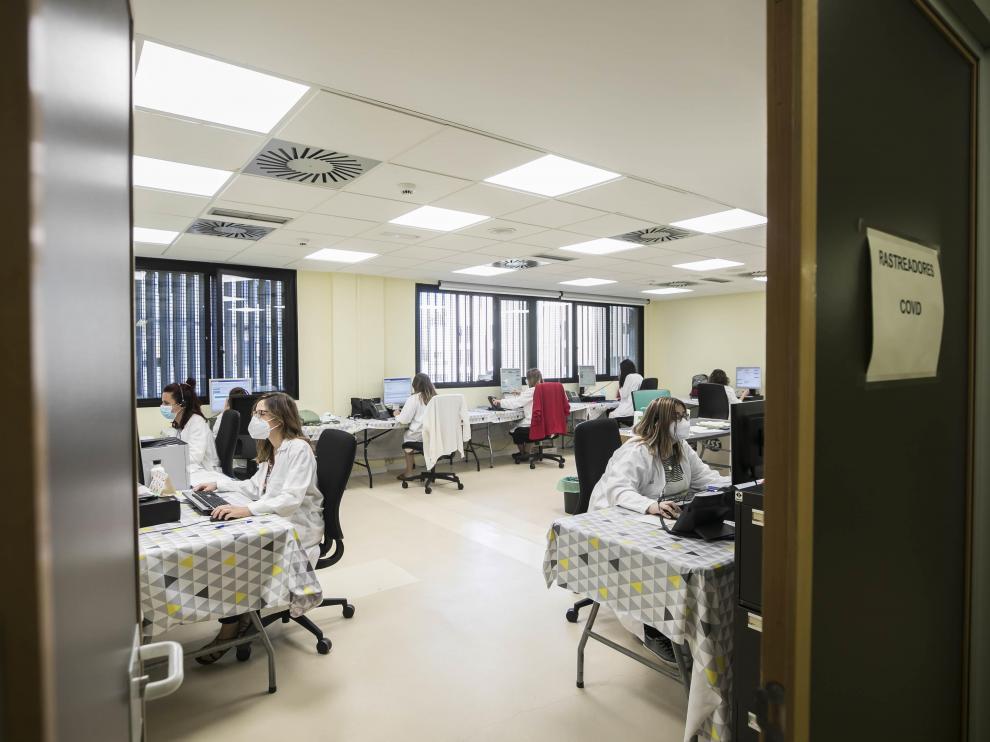 Interior del 'call center' de rastreo del Sector Zaragoza III desde el Hospital Clínico de Zaragoza.