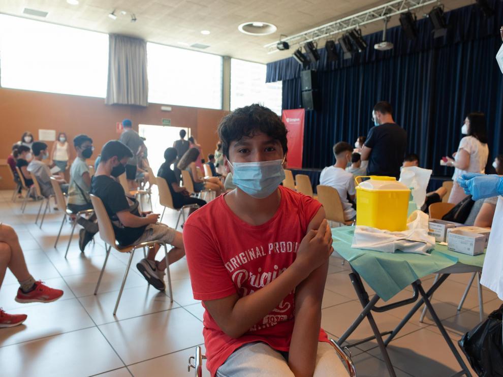 Niños vacunados contra el coronavirus en el centro cívico Universidad de Zaragoza, este jueves.