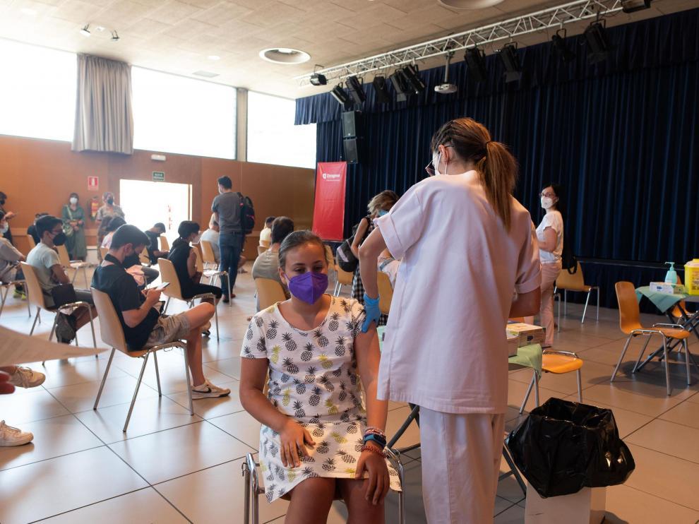 Vacunación de menores en el centro cívico Universidad de Zaragoza