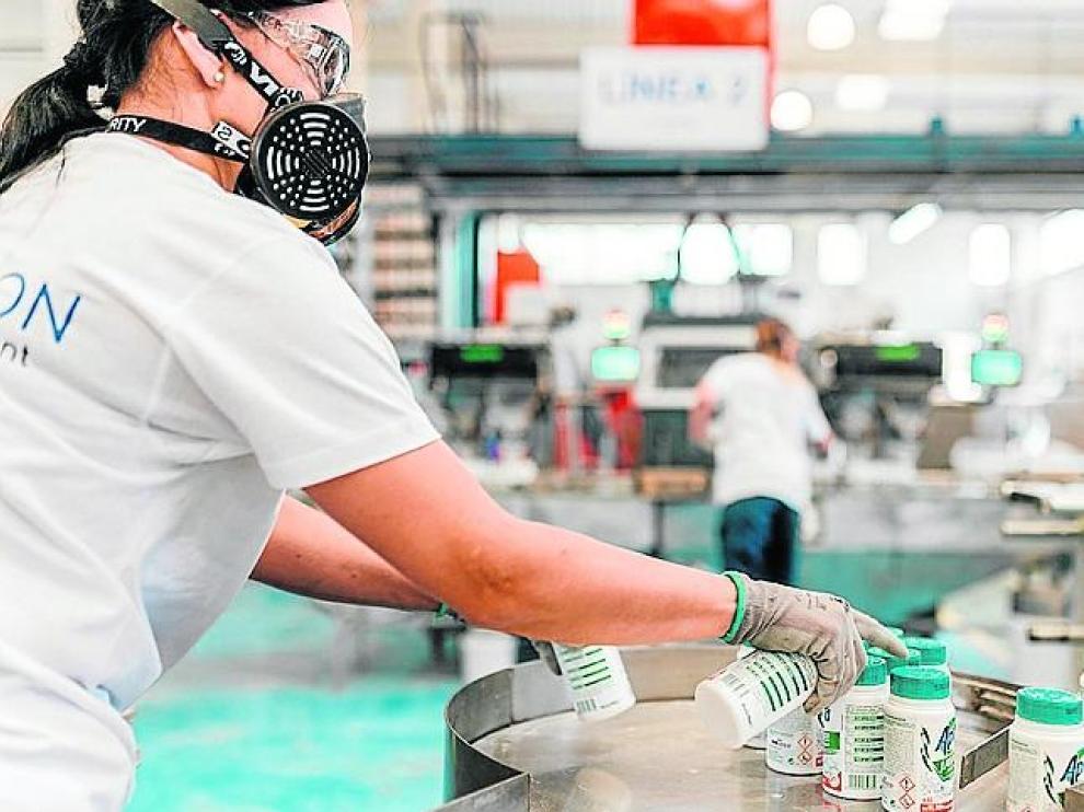 Una de las trabajadoras de Orache Desinfection en Sabiñánigo