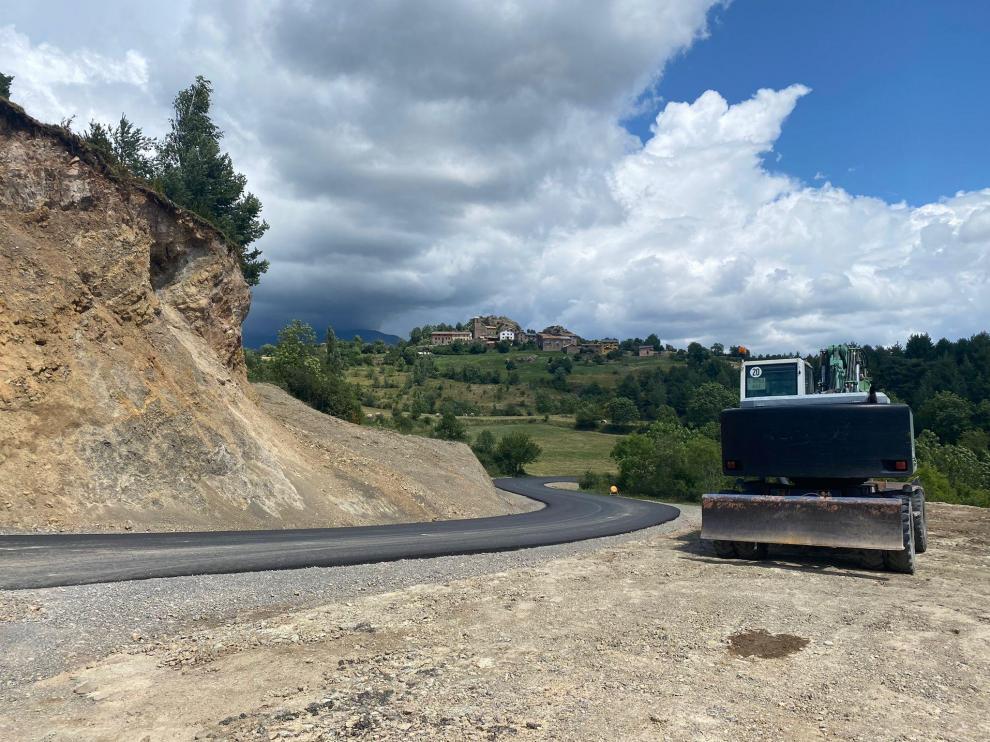 La mejora de la carretera de Espés ha entrado ya en la recta final después de más de dos años de obras.