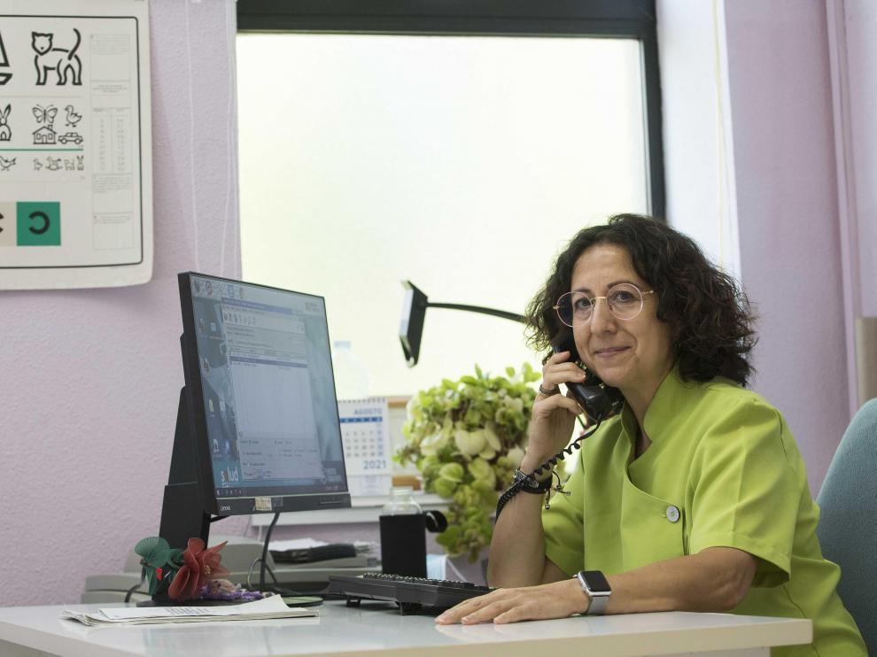 Luisa Lozano, autora del estudio, en el centro de salud Las Fuentes Norte de Zaragoza.