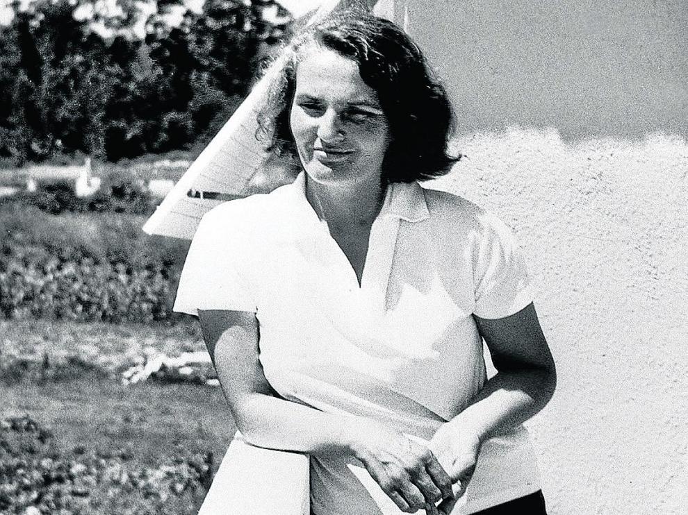 Uno de los retratos más conocidos de Carmen Laforet, que cumpliría el 6 de septiembre 100 años.