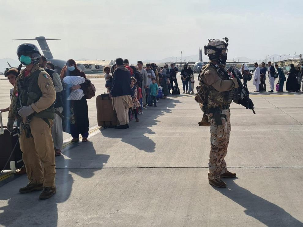 Evacuación en el aeropuerto de Kabul.