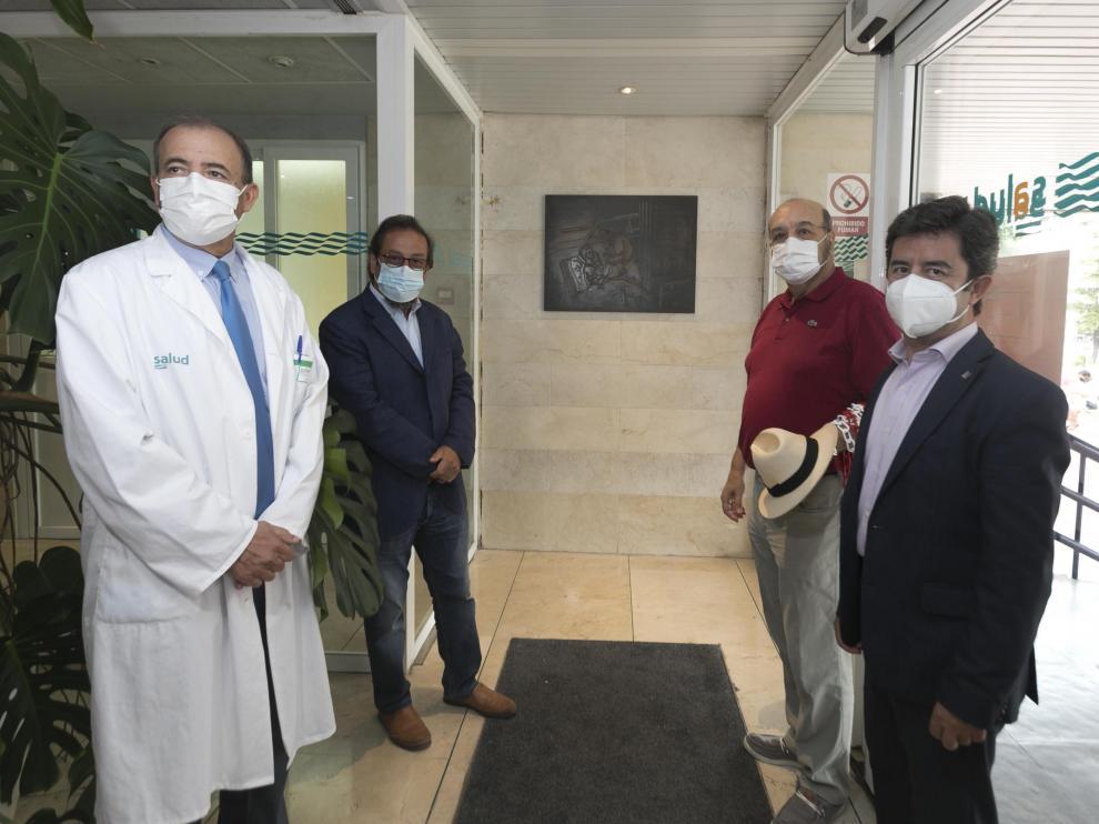 José Ignacio Castaño, Julio Luzán, Pedro Lafuente y Luis Felipe en la colocación de la placa conmemorativa.