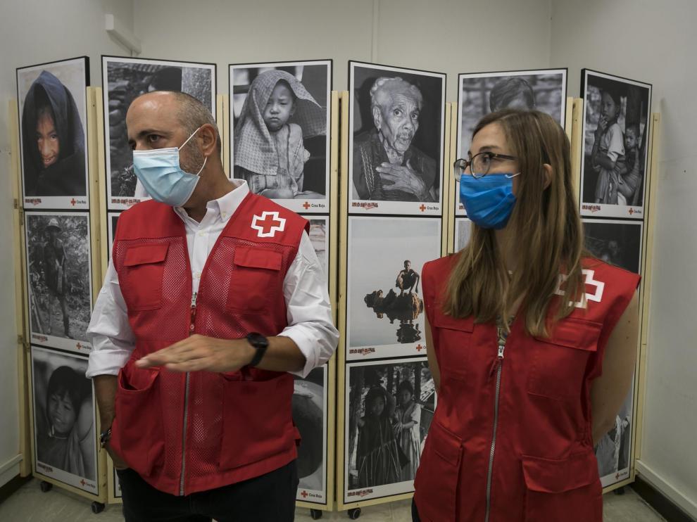 Representantes del equipo de Cruz Roja que atiende a refugiados afganos en Aragón.