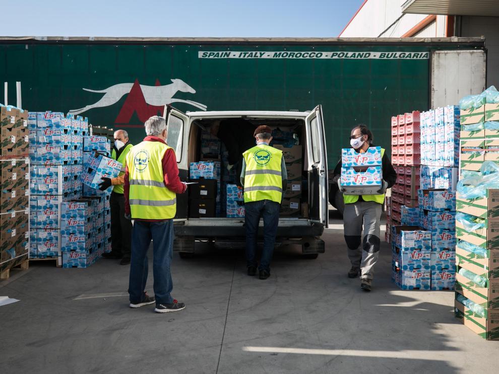 Voluntarios trabajando en el Banco de Alimentos de Zaragoza.