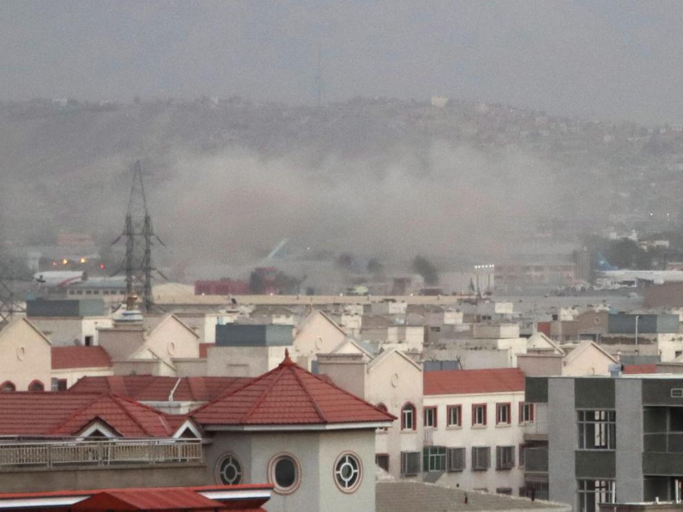 El humo provocado por las explosiones era visible desde la ciudad.