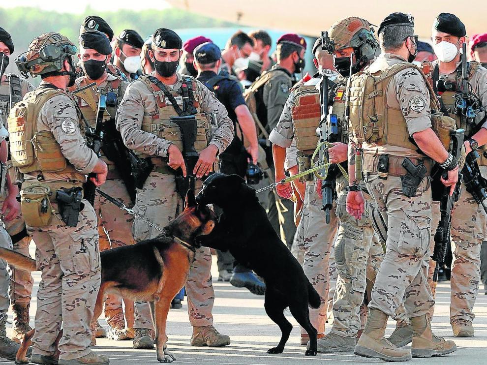 Los militares aragoneses del EADA, a su llegada a la Base de Torrejón de Ardoz, en Madrid