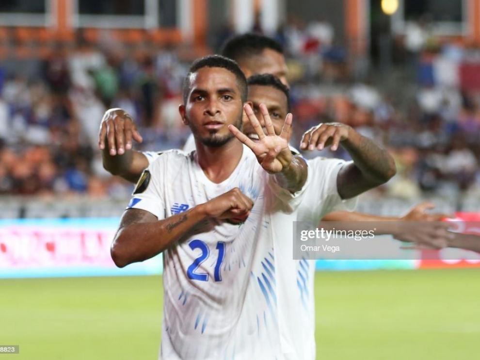 César Yanis, celebrando un gol con Panamá.